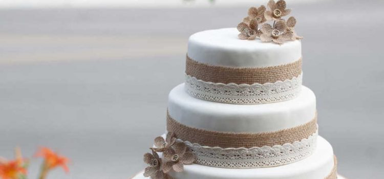 Main Difference Between Birthday Cake And Wedding Cake